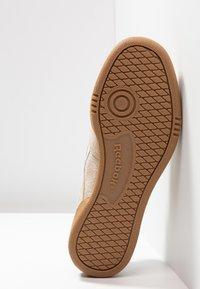Reebok Classic - REVENGE PLUS - Matalavartiset tennarit - light sand/sand beige - 4