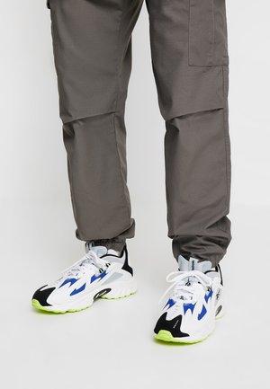 DMX SERIES 1200 - Sneakersy niskie - white/cloud grey/blue