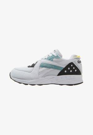 PYRO - Sneaker low - white/teal dust/go ye