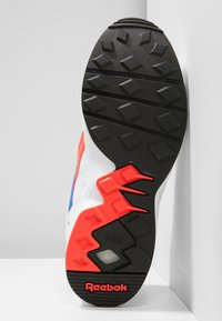 Reebok Classic - PYRO - Tenisky - white/neon red/cobalt - 4