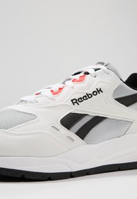 Reebok Classic - BOLTON ESSENTIAL - Trainers - white/skull grey/black - 5