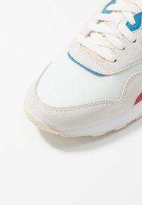 Reebok Classic - NYLON LIGHTWEIGHT RUBBER OUTSOLE SHOES - Sneakers - chalk/scarlet/cyan/white - 5