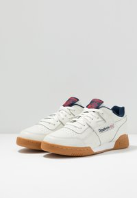 Reebok Classic - WORKOUT PLUS LEATHER SHOES - Sneakers - chalk/collegiate navy/red - 2