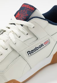 Reebok Classic - WORKOUT PLUS LEATHER SHOES - Sneakers - chalk/collegiate navy/red - 5