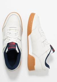 Reebok Classic - WORKOUT PLUS LEATHER SHOES - Sneakers - chalk/collegiate navy/red - 1