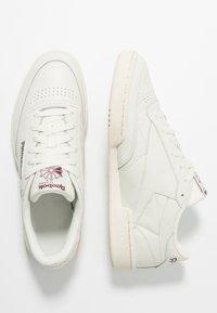 Reebok Classic - CLUB C 85 - Sneaker low - chalk/paperwhite/maroon - 1