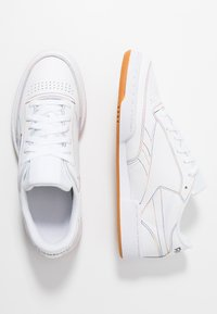 Reebok Classic - CLUB C 85 LEATHER UPPER SHOES - Trainers - white/emerald/cobalt - 1