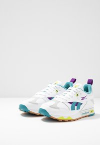 Reebok Classic - CLASSIC LEATHER RC 1.0 LIGHTWEIGHT SHOES - Zapatillas - white/regal purple/skull grey - 2