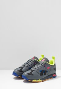 Reebok Classic - CLASSIC LEATHER RC 1.0 LIGHTWEIGHT SHOES - Sneakers - true grey/black/hype pink - 2