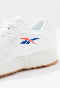 Reebok Classic - TORCH HEX CHUNKY SHOES - Sneakers - white/chalk/grey/red/cobalt - 5
