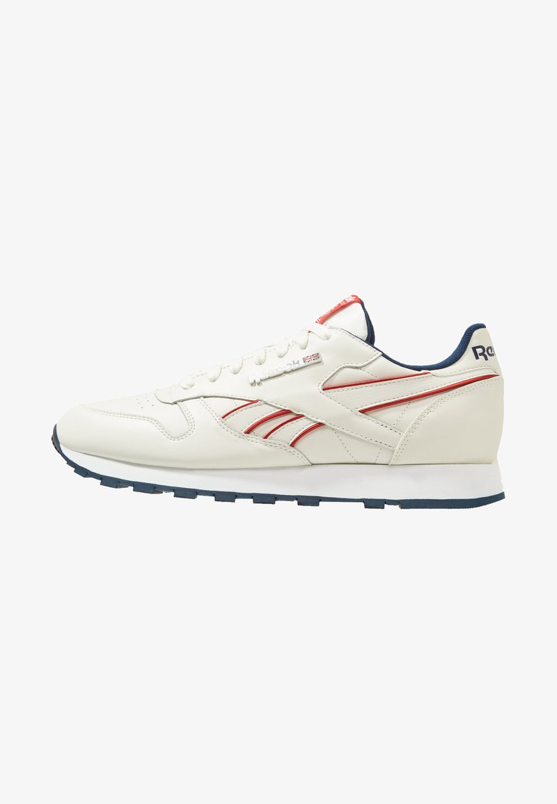 Reebok Classic - CLASSIC LEATHER LOW-CUT DESIGN SHOES - Trainers - chalk/navy/red/white