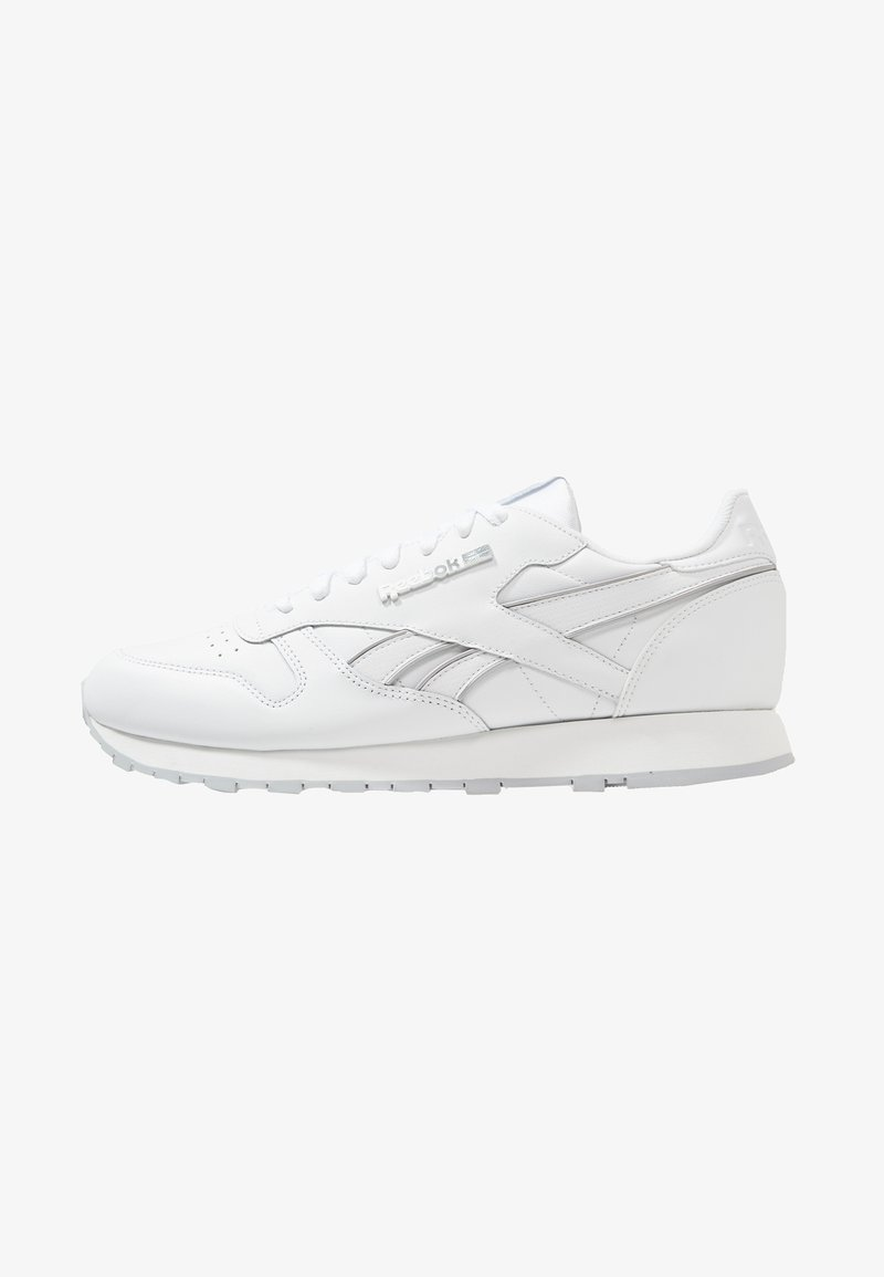Reebok Classic - CLASSIC LEATHER LOW-CUT DESIGN SHOES - Trainers - white/cold grey