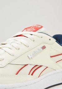 Reebok Classic - REVENGE PLUS - Sneakers - chalk/navy/red/white - 5