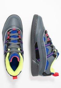 Reebok Classic - WORKOUT PLUS 3.0 SHOES - Sneakers - true grey/black/hype pink - 1