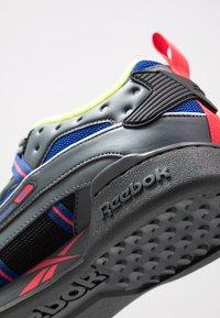 Reebok Classic - WORKOUT PLUS 3.0 SHOES - Sneakers - true grey/black/hype pink - 5