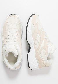 Reebok Classic - AZTREK 96 - Sneakers - paperwhite/chalk/black - 1