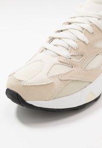 Reebok Classic - AZTREK 96 - Sneakers - paperwhite/chalk/black - 5