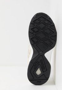 Reebok Classic - AZTREK 96 - Sneakers - paperwhite/chalk/black - 4