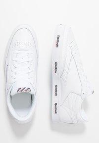 Reebok Classic - REVENGE PLUS TENNIS STYLE SHOES - Sneakers - white/black/primal red - 1