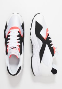 Reebok Classic - TORCH HEX LIGHT BREATHABLE SHOES - Joggesko - white/black/neon red - 1