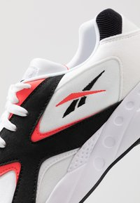Reebok Classic - TORCH HEX LIGHT BREATHABLE SHOES - Joggesko - white/black/neon red - 5