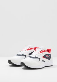 Reebok Classic - TORCH HEX LIGHT BREATHABLE SHOES - Joggesko - white/navy/red/black - 2