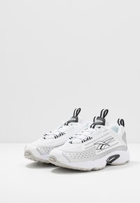 Reebok Classic - DMX SERIES 2K LIGHT BREATHABLE SHOES - Sneakers basse - white/black/skull grey - 2