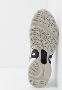 Reebok Classic - DMX SERIES 2K LIGHT BREATHABLE SHOES - Sneakers basse - white/black/skull grey - 4