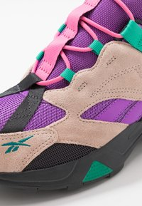 Reebok Classic - AZTREK 96 ADVENTURE TRAIL INSPIRED SHOES - Trainers - buff/emerald - 8