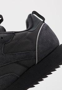 Reebok Classic - CLASSIC LEATHER RIPPLE TRAIL MUD GUARD SHOES - Sneakers - true grey/black/panton - 6