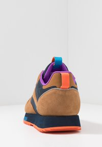 Reebok Classic - CLASSIC LEATHER RIPPLE TRAIL MUD GUARD SHOES - Sneakers - wild brown/collegiate navy/cyan - 3