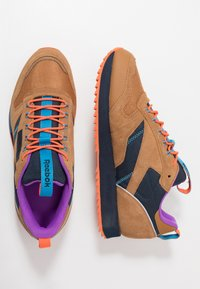 Reebok Classic - CLASSIC LEATHER RIPPLE TRAIL MUD GUARD SHOES - Sneakers - wild brown/collegiate navy/cyan - 1