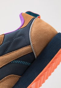 Reebok Classic - CLASSIC LEATHER RIPPLE TRAIL MUD GUARD SHOES - Sneakers - wild brown/collegiate navy/cyan - 5