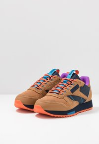 Reebok Classic - CLASSIC LEATHER RIPPLE TRAIL MUD GUARD SHOES - Sneakers - wild brown/collegiate navy/cyan - 2
