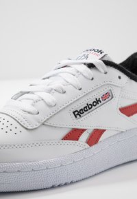Reebok Classic - CLUB C REVENGE  - Sneakersy niskie - white/black/legend active red - 5