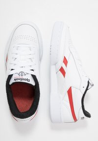 Reebok Classic - CLUB C REVENGE  - Sneakersy niskie - white/black/legend active red - 1