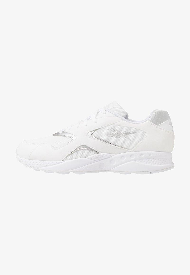 Reebok Classic - TORCH HEX - Sneakersy niskie - white/pure grey/silver metallic