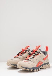 Reebok Classic - DMXPERT - Sneakersy niskie - vivid orange/cold grey - 2