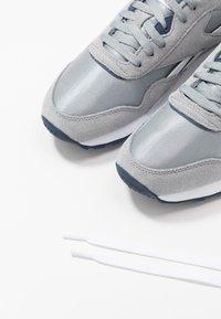 Reebok Classic - CL - Sneakersy niskie - panton - 5