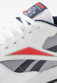 Reebok Classic - Baskets basses - white/radiant red/collegiate navy - 5