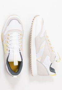 Reebok Classic - RIPPLE TRAIL - Sneakersy niskie - white/lemon glow/toxic yellow - 1