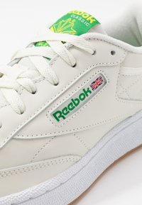 Reebok Classic - CLUB C 85 - Zapatillas - chalk/yellow/white - 5