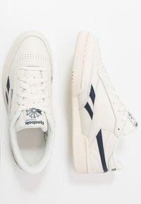 Reebok Classic - CLUB C REVENGE - Sneakers laag - chalk/paperwhite/navy - 1