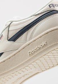 Reebok Classic - CLUB C REVENGE - Sneakers laag - chalk/paperwhite/navy - 5