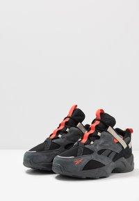 Reebok Classic - AZTREK ADVENTURE - Sneakersy niskie - black/grey/beige - 2