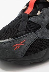 Reebok Classic - AZTREK ADVENTURE - Sneakersy niskie - black/grey/beige - 5