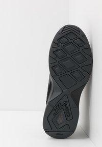 Reebok Classic - AZTREK ADVENTURE - Sneakersy niskie - black/grey/beige - 4