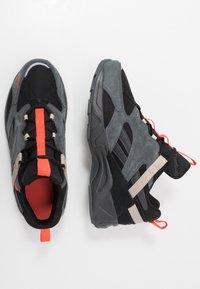 Reebok Classic - AZTREK ADVENTURE - Sneakersy niskie - black/grey/beige - 1