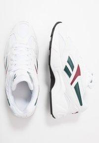 Reebok Classic - AZTREK 96 - Sneakers laag - white/pantone - 1