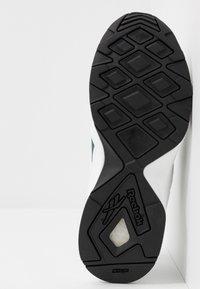 Reebok Classic - AZTREK 96 - Sneakers laag - white/pantone - 4